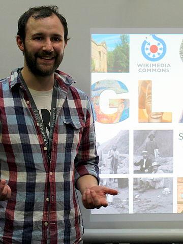 Pat Hadley running Wikipedia training